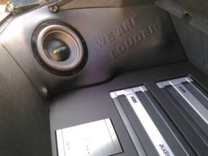 Car HiFi Einbaubeispiel Autoradio und Verstärker Audi Coupe