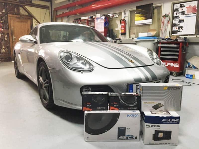 Porsche Cayman s Car-HiFi Einbaubeispiel Autoradio