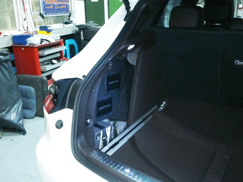 Auto HiFi Einbaubeispiel im Porsche Macan