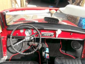 Auto HiFi Einbaubeispiel im VW Ghia