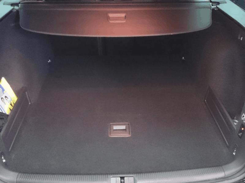 Auto HiFi Einbaubeispiel im VW Passat Kombi