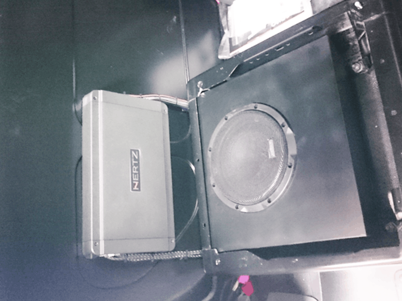 Auto HiFi Einbaubeispiel im VW T5 Transporter