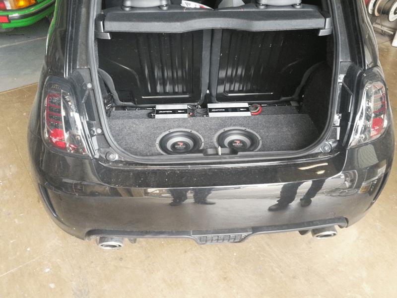 Car HiFi Einbaubeispiel im Fiat 500