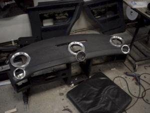 Car HiFi Einbaubeispiel Autoradio und Verstärker