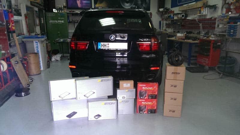BMW X5 Car-HiFi Einbaubeispiel Autoradio