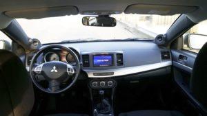 Mitzubishi Auto-HiFi Einbaubeispiel von Finsterwalder Elektronik - Monitor Mittelkonsole